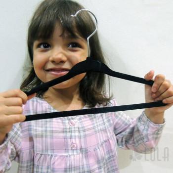 Cabide de Veludo Infantil 30 cm - kit com 10 peças - Preto - Loladecor Artigos e Decorações